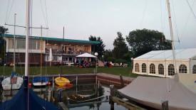Abenddämmerung beim Hafenfest -  die Reihen haben sich schon etwas gelichtet.
